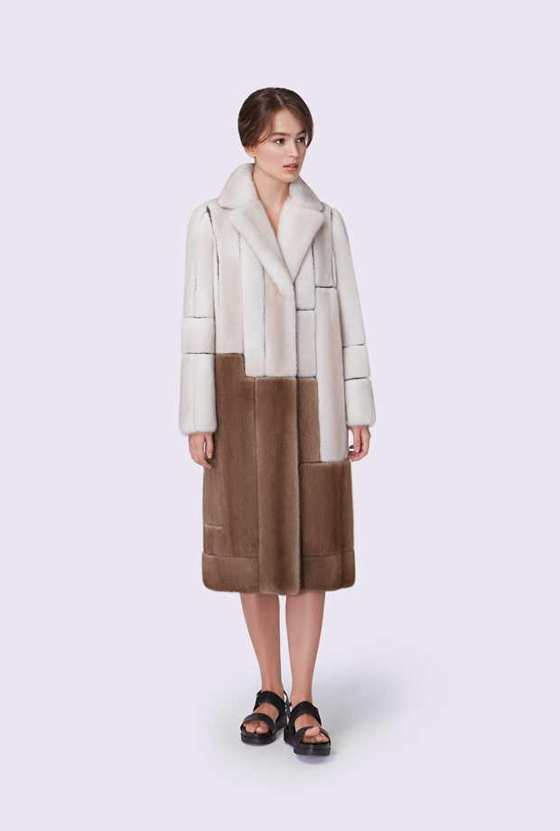 Coat with an English collar of an asymmetric cut